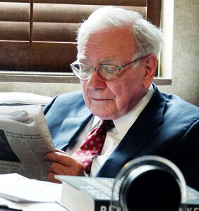 6 things gay billionaire Peter Thiel could learn from straight billionaire Warren Buffett