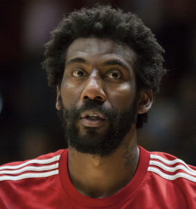 "After winning award for tolerance, former NBA star Amar'e Stoudemire cracks homophobic ""joke"" in public"