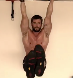 Everyone's freaking out about Chris Hemsworth's shirtless 'Thor' workout
