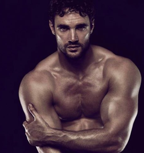 Thom Evans bares all; Julie Andrews dances with a gender-neutral puppet; Sia loses the wig