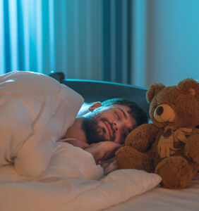 Straight man can't stop having gay incest dreams, seeks advice from professional dream expert