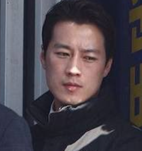 """Internet collectively swoons over South Korea President's """"stunningly handsome"""" bodyguard"""