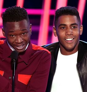 """Moonlight's"" young stars Ashton Sanders and Jharrel Jerome win Best Kiss at MTV Movie Awards"