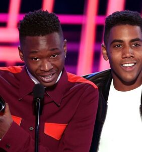 """Moonlight's"" young stars Ashton Sanders and Jharrel Jerome win Best Kiss at MTV Movie Awards"