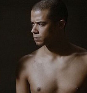 """Insanely droolworthy """"Game of Thrones"""" star Jacob Anderson finally takes it all off for us"""