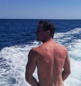 'Teen Wolf' star Ryan Kelley has something to show you. And it's an eyeful.