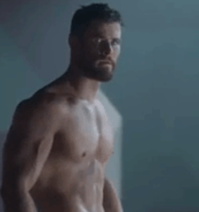 "Chris Hemsworth's looking astonishingly buff in ""Thor: Ragnarok"" trailer"