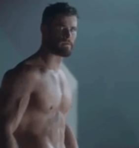 "Chris Hemsworth's looking astonishingly buff in ""Thor: Ragnarok"" trailer"