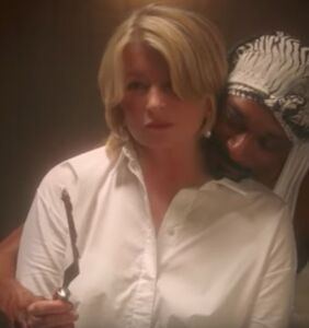 Martha Stewart and Snoop Dogg reenact that oh-so-sensual scene from 'Ghost'