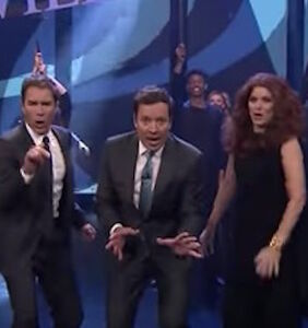 'Will & Grace' cast perform the theme song live — with some seriously kicky lyrics