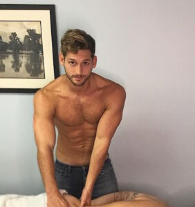 Max Emerson gives his boyfriend a glutes massage, and it's beyond newsworthy