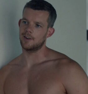 Russell Tovey cast as gay superhero in The CW's 'Arrow'