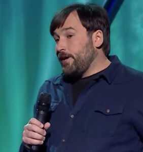 Straight comedian hilariously explains why homophobia makes no damn sense