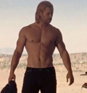 """If the idea of Chris Hemsworth shirtless gets you going, you'll love """"Thor: Ragnarok"""""""