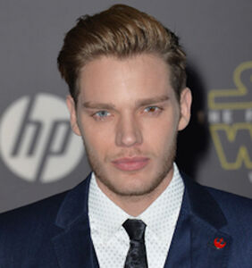 """Shadowhunters"" star Dominic Sherwood issues apology after using gay slur"