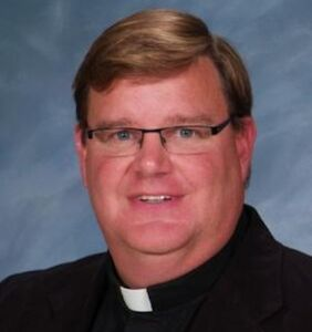 Gay priest comes out to his congregation and receives a standing ovation