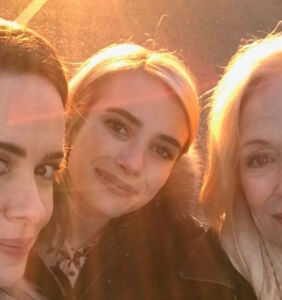 Here's how Sarah Paulson reacted when people advised against dating a much older woman