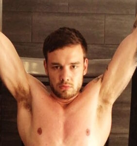 Liam Payne drives fans into overdrive with revealing bed selfie