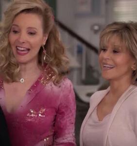 Lisa Kudrow adds rhinestoned razzle-dazzle to new season of 'Grace and Frankie'