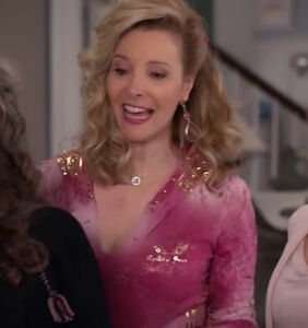 Lisa Kudrow adds rhinestoned razzle-dazzle to new season of 'Grace and Frankie'