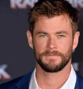 PHOTOS: Chris Hemsworth flaunts it on the beach