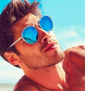 "Straight 'Love Island' star Justin Lacko talks ""awkward scenarios with men"""