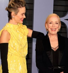 Sarah Paulson reveals how Holland Taylor slid into her DMs