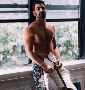 Nyle DiMarco brilliantly slams major US airline on Twitter over recent flight