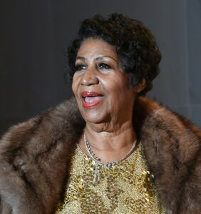 "As she lies on her deathbed, tabloid posts story about Aretha Franklin's bisexual ""orgy-loving"" dad"