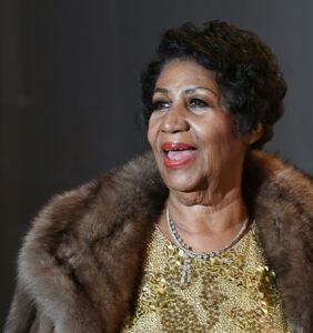 """As she lies on her deathbed, tabloid posts story about Aretha Franklin's bisexual """"orgy-loving"""" dad"""