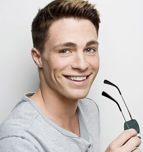 Colton Haynes just threw epic shade at Kim Kardashian in this sexy bedroom selfie