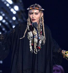 Memers and Tweeters come for Madonna for paying tribute to Madonna, er, Aretha Franklin at VMAs