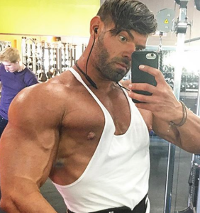 """""""I had to kill him"""": Bodybuilder stabs roommate 16 times after he """"tried to make moves"""" on him"""