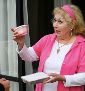 "Elderly woman ""in shock"" after Meals on Wheels volunteer asks if she's heterosexual"