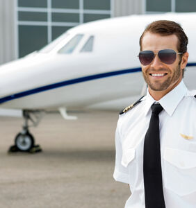 "Married pilot busted for trying to hookup with teen on Grindr, says it was ""pure fantasy"""