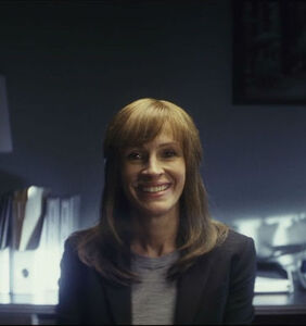 """We need to talk about Julia Roberts' haircut in Amazon's new show""""Homecoming"""""""