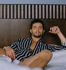 """Rafael De La Fuente on playing a sexy gay Latino immigrant in the steamy """"Dynasty"""" revival"""