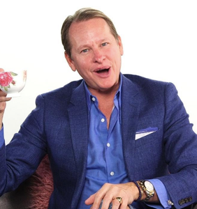 Carson Kressley has some choice words for Kevin Hart over those homophobic tweets