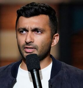 Standup comedian who cracked joke about gay black men claps back at producers for cutting his mic
