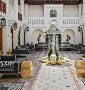 Want to get inside the Versace mansion? Eat at this new sushi restaurant