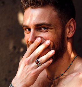 Gus Kenworthy going straight for pay as Emma Roberts' boyfriend in upcoming 'American Horror Story'
