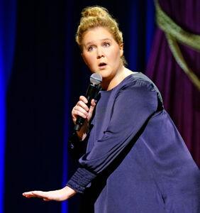 Amy Schumer cracks dumb gay jokes in new Netflix special and people aren't having it