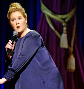 Amy Schumer cracks dumb gay jokes in new Netflix special and people aren't having it