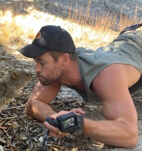 Chris Hemsworth's power bottoming energy goes viral