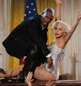 "R. Kelly slams Lady Gaga as ""not professional"" and unintelligent as public meltdown continues"