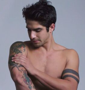 """Tyler Posey talks """"shoving my tongue down some dude's throat"""" in racy new show"""