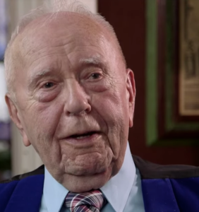 This 90-year-old man talks about being gay and cruising in the 1940s