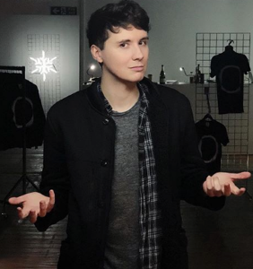 """This super popular YouTuber just came out, says """"Basically, I'm gay"""""""