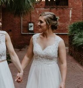 Tennis player marries her girlfriend in front of 13 of her former college teammates