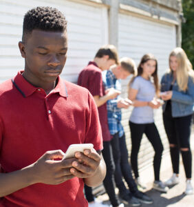 Twitter and Instagram's new anti-bullying measures probably won't help queer kids